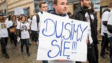 Ponad 60 proc. zanieczyszczeń powietrza w Polsce pochodzi z opalania węglem. A nowa polityka ochrony środowiska wspiera kopalnie zamiast walczyć o jakość ppowietrza