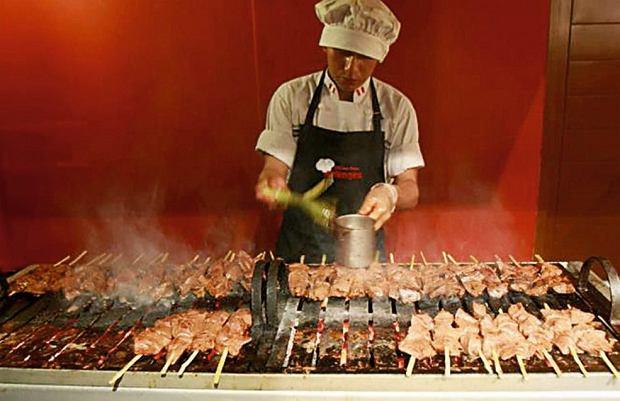 La Tia Grimanesa sprzedaje nawet 2,5 tysiąca wołowych szaszłyków dziennie.