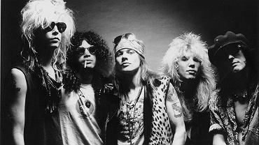 Klasyczny skład Guns N' Roses na starym zdjęciu prasowym. Od lewej: Duff McKagan, Slash, Axl Rose, Steven Adler i Izzy Stradlin