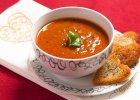 Aksamitna zupa pomidorowa z czerwonym winem i wo�owin�