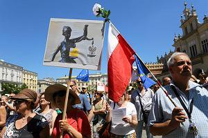 KOD manifestował w Krakowie. Andrzej Duda stał się symbolem niszczenia państwa prawa