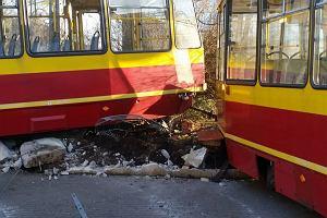 Wypadek w centrum Łodzi. Tramwaj wypadł z szyn na Piotrkowskiej