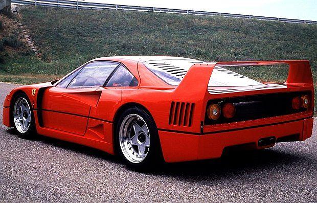 Ferrari F40 budowany był w latach 1987-1992