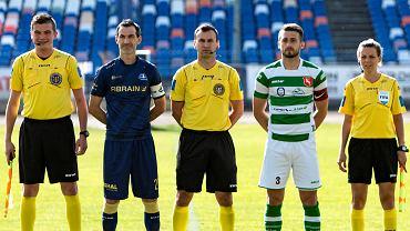 Sławomir Szeliga (drugi z lewej) do końca sezonu będzie łączył funkcję kapitana i trenera
