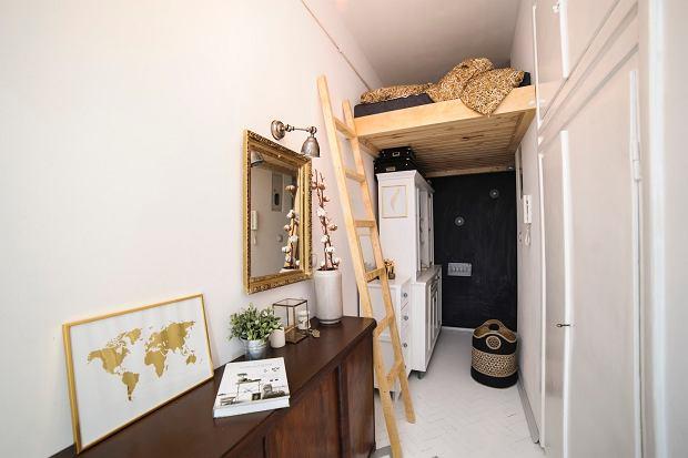 Pomysł na wysoki przedpokój - antresola na korytarzu