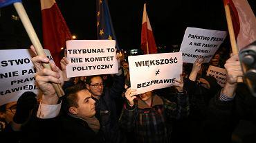 Protest obywatelski przeciwko zmianom w Trybunale Konstytucyjnym