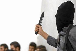 """Islami�ci chwal� si� szokuj�cymi zdj�ciami z egzekucji syryjskich �o�nierzy. AP: """"Zweryfikowane"""""""