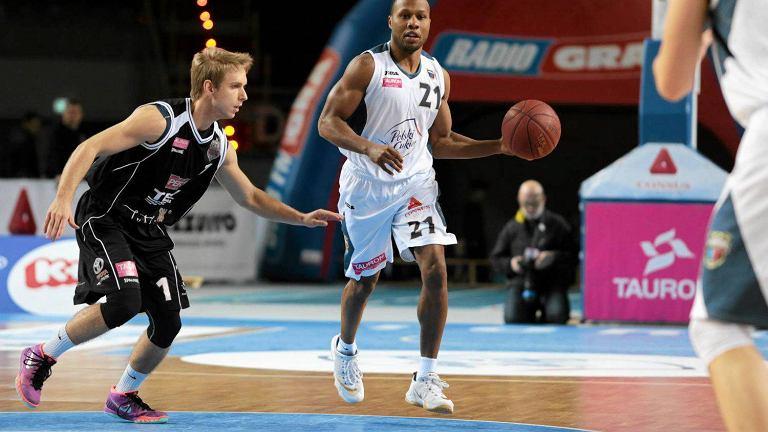 Danny Gibson (z piłką)