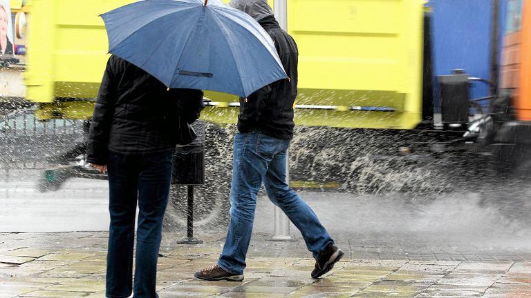 Deszcz. Zdjęcie ilustracyjne