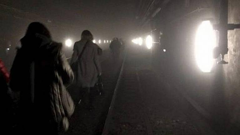 Ewakuacja pasażerów ze stacji metra Maelbeek w Brukseli po ataku terrorystycznym.