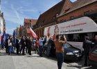 Komorowski: Unikamy awantury, ale nie padniemy plackiem przed Rosją