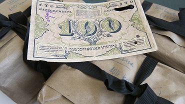 Karbowańce - paczki z banknotami