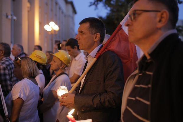 Zdjęcie numer 23 w galerii - Tłumy przed Sądem Okręgowym w Łodzi. Protest przeciwko zmianom PiS w sądownictwie [ZDJĘCIA]