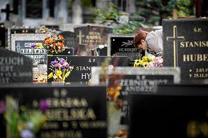Ksi�dz blokowa� pogrzeb, bo nie doszed� zasi�ek z ZUS. Zgodzi� si� po interwencji medi�w