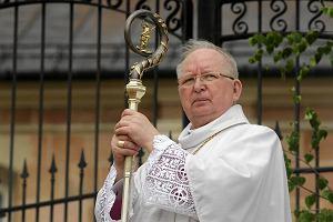 Biskup Ryczan si� �egna. List o ma��e�stwach jednop�ciowych i krzy�u