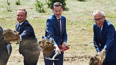 Wicepremier Konrad Morawiecki podczas symbolicznego rozpoczęcia inwestycji w ramach programu 'Mieszkanie Plus'. Gdynia, 3 lipca 2017