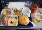 65% klientów linii lotniczych nie lubi jedzenia w samolotach. Najbardziej zadowoleni Polacy, najmniej - Niemcy