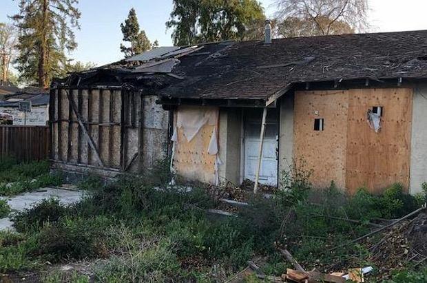 Ta spalona ruina kosztowała prawie milion dolarów. I się sprzedała! Ceny nieruchomości w USA szaleją