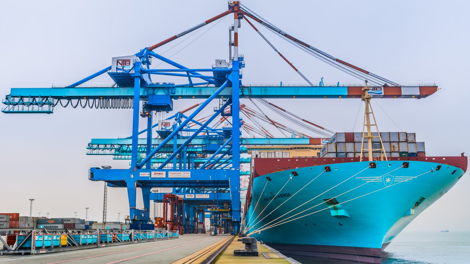 Mayview Maersk przy nabrzeżu terminala kontenerowego NTB w Bremerhaven