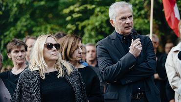 Protest przeciwko ekshumacji Arkadiusza Arama Rybickieo na cmentarzu Srebrzysko w Gdańsku