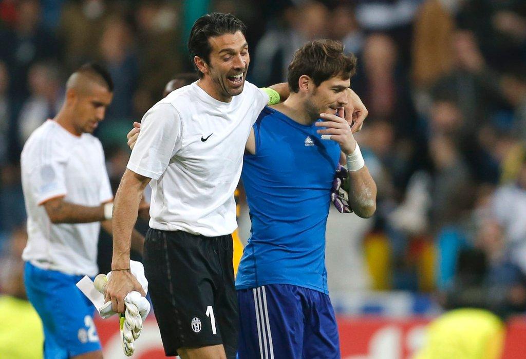 Może i Real pokonał Starą Damę, ale bramkarze muszą trzymać się razem. Gianluigi Buffon i Iker Casillas.