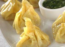 Tajskie pierożki z sosem z kolendry - ugotuj