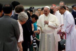 Papie� Franciszek przyby� do Korei P�d. Tu� przed l�dowaniem Korea P�n. odpali�a trzy pociski rakietowe