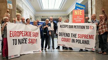 Pikieta pt. 'Europo, broń Sądu Najwyższego' podczas kongresu Europejskiej Partii Ludowej w Warszawie, 4 czerwca 2018 r.