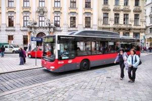 Wiedeńczycy przesiedli się do komunikacji miejskiej. Liczba posiadaczy rocznych biletów przekroczyła liczbę aut