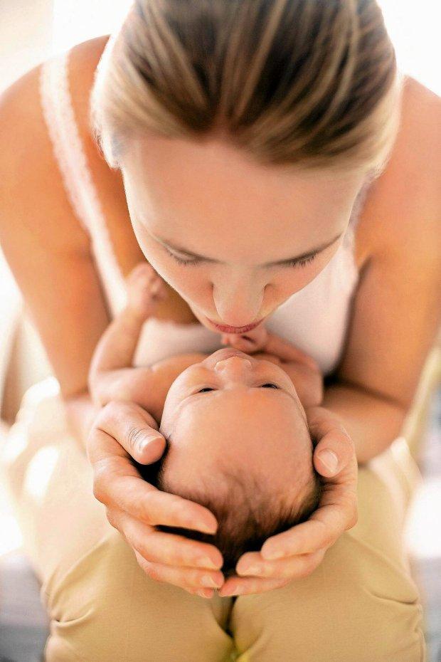 Piel�gnuj�c male�kie dziecko, warto wyciszy� si� i ws�ucha� w intuicj�. Ona podpowie, co i jak robi�.