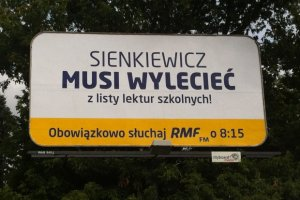 """""""Sienkiewicz musi wylecie�"""". Ju� wiadomo, kto stoi za tajemniczymi plakatami"""