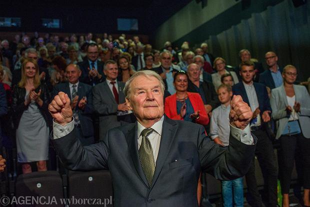 Zdjęcie numer 0 w galerii - Pełna sala na spotkaniu z Pietraszakiem, Honorowym Obywatelem miasta