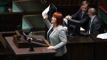 Sejm decydował ws. obowiązku szczepień. Na zdjęciu: pomysłodawczyni projektu znoszącego obowiązek szczepień: Justyna Socha