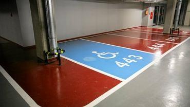 Mandat za nieuprawnione parkowanie na kopercie wynosi 800 zł