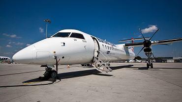 Samolot Bombardier Q400 LOT-u na Lotnisku Chopina w Warszawie