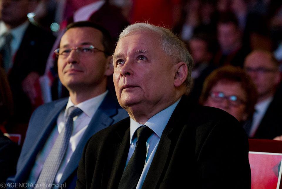 Obecny premier rządu PiS Mateusz Morawiecki i jego mocodawca, prezes Jarosław Kaczyński. Kraków, Centrum Kongresowe ICE, 15 czerwca 2016