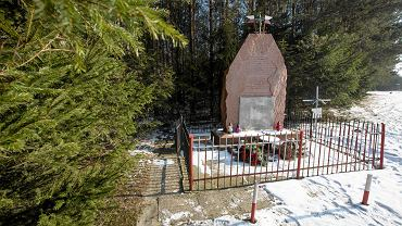 Rząbiec , pomnik poświęcony pamięci zabitych z oddziału AL w 1944 roku