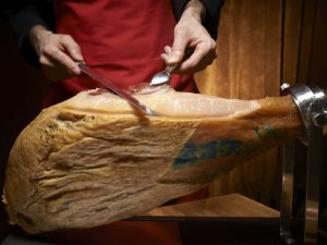 Najdroższa szynka na świecie pochodzi z Hiszpanii. W Polsce kosztuje 720 zł za kilogram