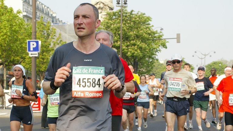 Paweł Misiurewicz na trasie maratonu w Paryżu