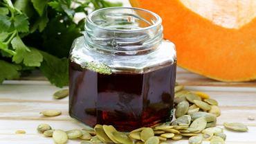 Bardzo dobrej jakości olej dyniowy pozyskuje się przede wszystkim z pestek dyni bezłupinowej.