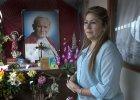 """Kobieta """"cudownie uzdrowiona"""" przez Jana Paw�a II sama staje si� religijn� ikon�"""