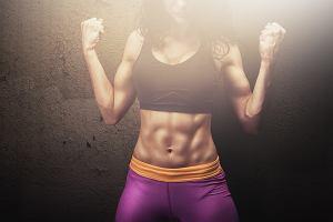 Trening HIIT w domu. Intensywne ćwiczenia, które dają szybkie efekty