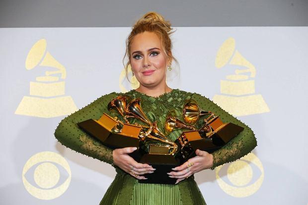 """Za nami Grammy Awards 2017, a co za tym idzie - mnóstwo ciekawych występów, mniej lub bardziej udane kreacje gwiazd, no i oczywiście w końcu znamy laureatów nagród. Największą ilością statuetek tego wieczoru mogła pochwalić się Adele, która zgarnęła ich aż 5! Beyonce także była jednym z """"motywów przewodnich"""" wieczoru. Co jeszcze działo się na najważniejszym muzycznym wydarzeniu w roku? Oto 5 sytuacji, o których mówiono po zakończeniu gali."""