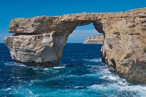 Widzieliście Lazurowe Okno na Malcie? Szczęściarze! Słynny most skalny zniknął na zawsze [ZDJĘCIA]