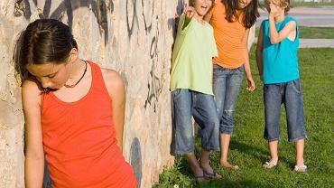 Dziecko odtrącane przez rówieśników potrzebuje wsparcia dorosłych