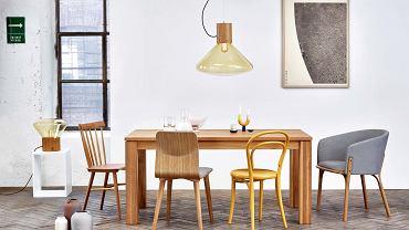 Rodzina Ton. Przy jednym stole (od lewej) krzesła: Ironica klasyk lat 60., Malmö 313 utrzymane w skandynawskim stylu, No 14 słynny wzór thonetowski, fotel Split zaprojektowany przez Arika Levy'ego - zdobywca Red Dot w 2016 r.