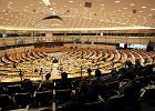 Parlament Europejski wzywa do przyspieszenia relokacji uchodźców. PiS przeciw, PO i PSL wstrzymują się od głosu