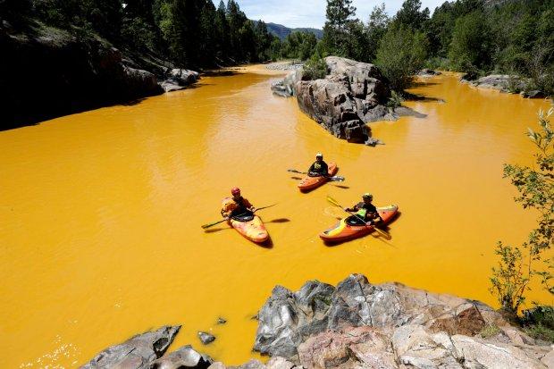 Wyciek toksyn z kopalni zatru� rzeki w stanie Kolorado. Spowodowali go... pracownicy agencji ochrony �rodowiska