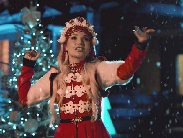 Zbierasz hity na tegoroczną playlistę świąteczną? Powinna być długa, biorąc pod uwagę czas, jaki zajmują przygotowania aż do momentu wspólnego spotkania przy stole. To właśnie muzyka tworzy magiczny nastrój dlatego warto przygotować ją odpowiednio wcześniej. Polscy artyści o tym pomyśleli i stworzyli dla swoich fanów muzyczne prezenty świąteczne.