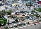 Rozgrzebana budowa stacji metra nad tunelem Wis�ostrady zamkni�tym od po�owy sierpnia zesz�ego roku